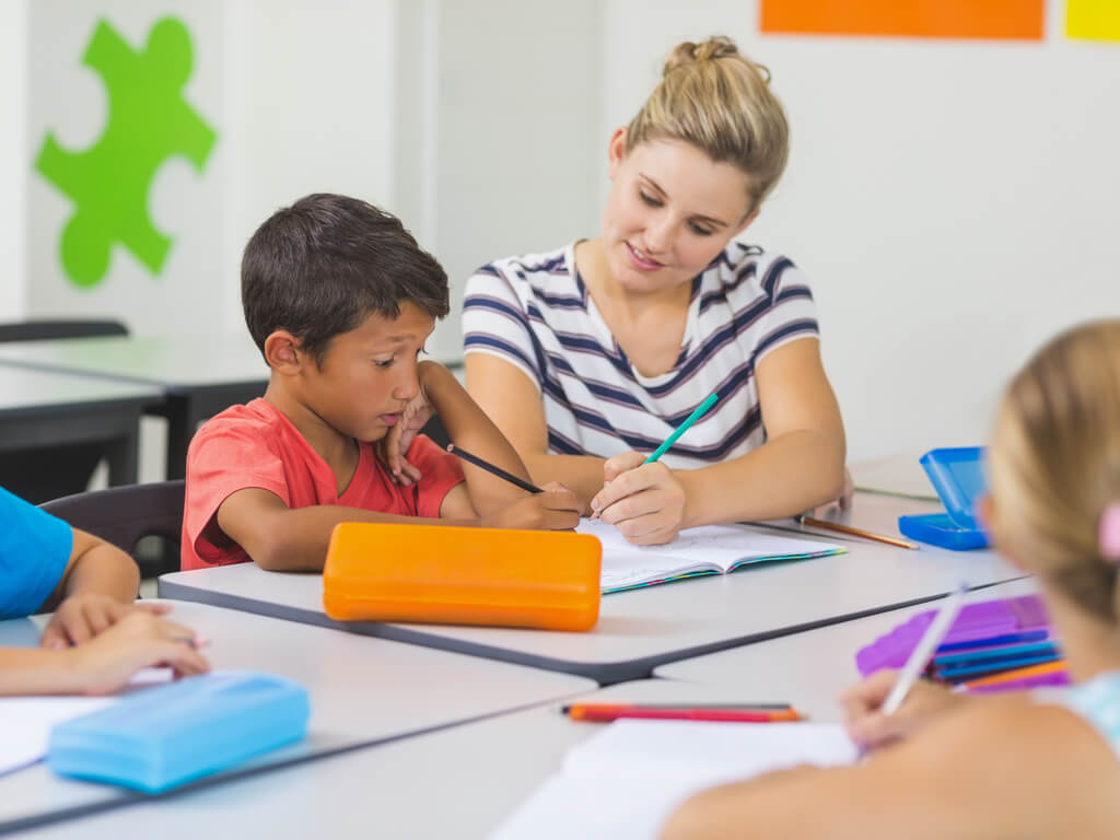 teacher using math intervention strategy with struggling student