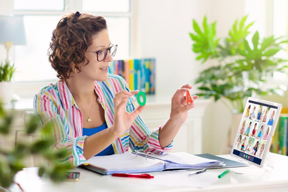Primary teacher leading online class